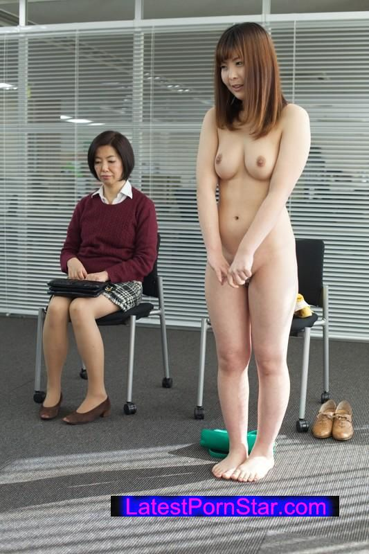 [SHE-163] 母親同伴セクシー女優面接 Hな仕事に興味がある娘に付き添いだけのはずがまさかの超展開!