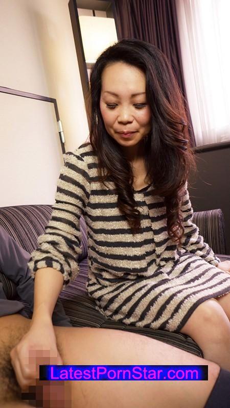 [SHE-167] おばチラGET 実在する無垢な熟女の恥じらいEXPRESS 9