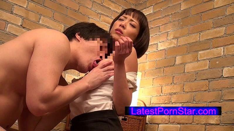 [IENE-563] マッサージに専念するあまりブラが浮いて乳首が丸見えのエステティシャン