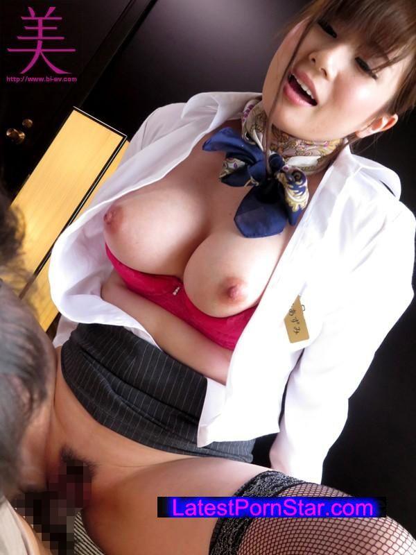 [BEB-119] 美爆乳の客室乗務員にイヤラしい卑猥な上品淫語で犯されたい 千乃あずみ