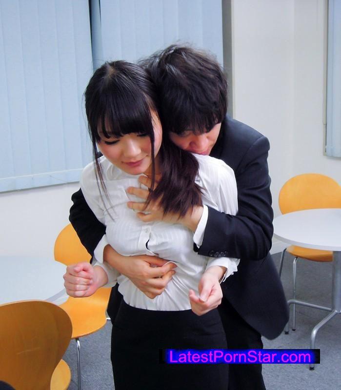 [KAGH-022] 社内で美人OLのお尻をジロジロ見てはチ●ポをいじるダメ社員の僕