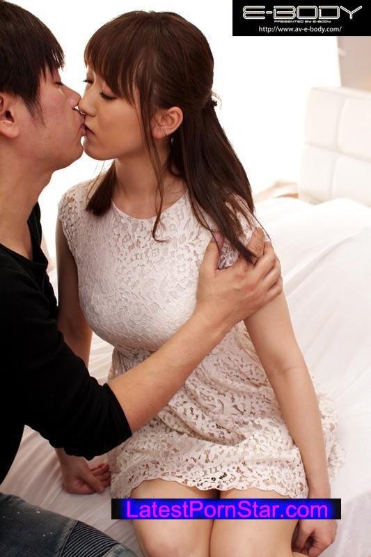[EBOD-453] E-BODY大型専属デビュー メガトンIカップ 果瀬はるな18歳