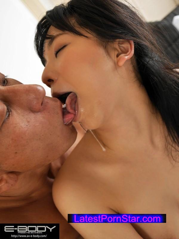 [EBOD-457] ねっとり濃厚な接吻と発情ベロキス性交 鈴木真夕