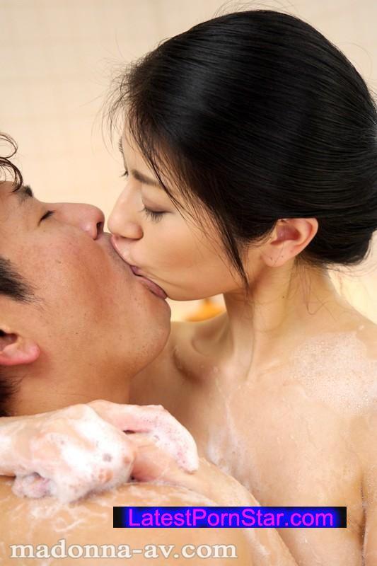 [JUX-642] 中年男を濃厚な接吻でおもてなす美熟女ソープ 恵さわ