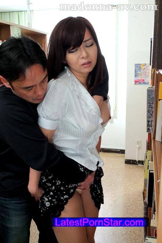 [JUX-649] 人妻女教師 痴漢電車〜教え込まれた面前羞恥の悦び〜 KAORI