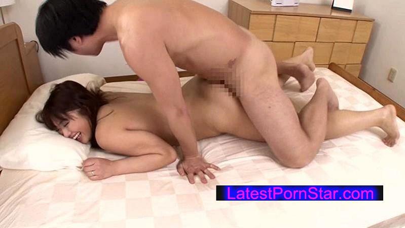 [VENU-521] 父が出かけて2秒でセックスする母と息子 香乃まどか