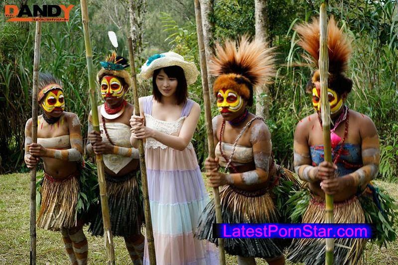 [AVOP-108] 「野性の王国」2015 橘花音 地球最後の秘境で5万年前から変わらぬ生活を続ける原住民に日本のエロ文化を手取り足取り教えて生でヤる