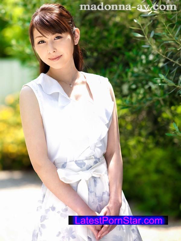 [JUX-680] 初撮り本物人妻 AV出演ドキュメント 〜留学経験があるパティシエ奥様34歳〜 臼井さと美