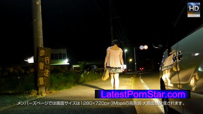 メス豚 130821_694_01 夜道を歩く女の歩行者注意