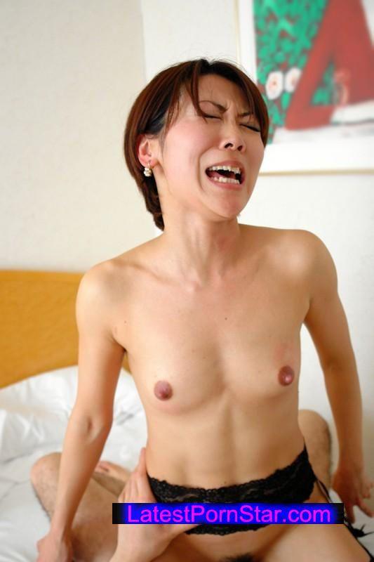 [EQ-248] 人妻貧乳 乳首を尖らせ悶え喜ぶ10人4時間