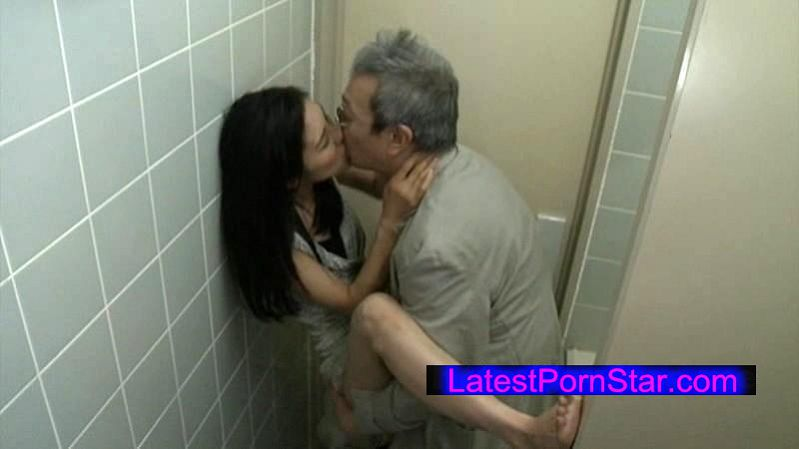 [HQIS-002] ヘンリー塚本 人妻変態痴女 公衆便所SEX
