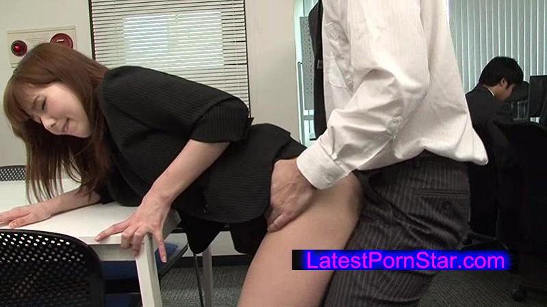 [KUSR-012] 社内一の美人OLがまさかのパンチラで同僚社員を誘惑したら…