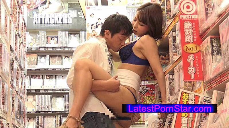[SW-370] アダルトビデオショップに間違えて入ってきたお姉さんと狭い店内で2人きりドキドキ視線にフル勃起状態です。お尻をボクの股間に押し当てられて爆発寸前、店員や他の客にバレないようにH出来るのでしょうか?