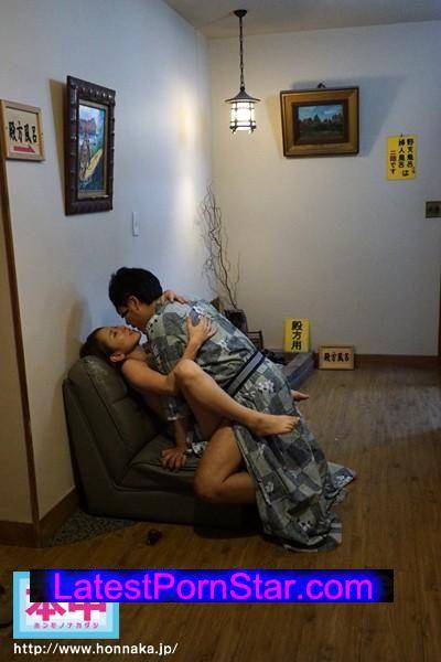 [HNDS-040] 「夫に内緒で年に一度ハメ外し…」巨乳人妻の不倫グループ中出し旅行