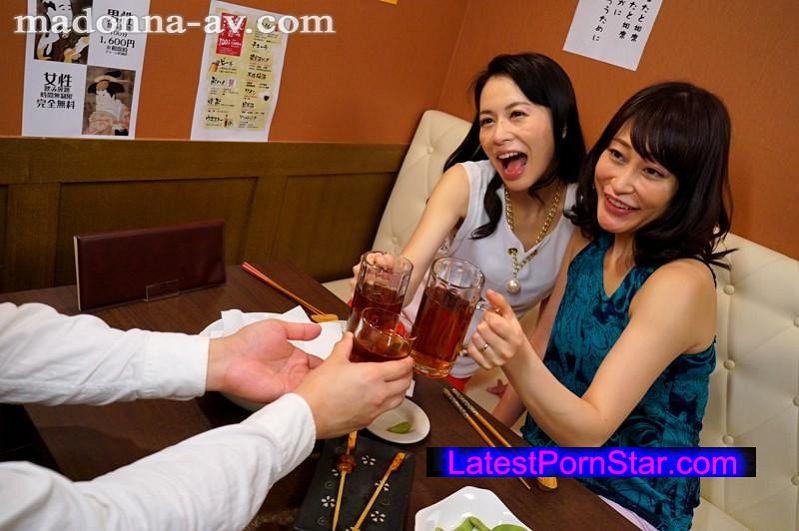[OBA-252] 相席飲み屋で出会った美熟女2人にお持ち帰りされて夢の逆3P!! 織田玲子 井上綾子