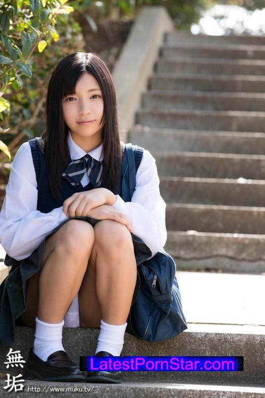 [MUKD-369] 絨毯を掴んでイキまくる敏感スレンダー女子校生 常に何かを掴んでいないともうどうなっちゃうかわからないくらい感じてイキまくっちゃいました…。 出席番号7番 メイ 陸上部 Dカップ