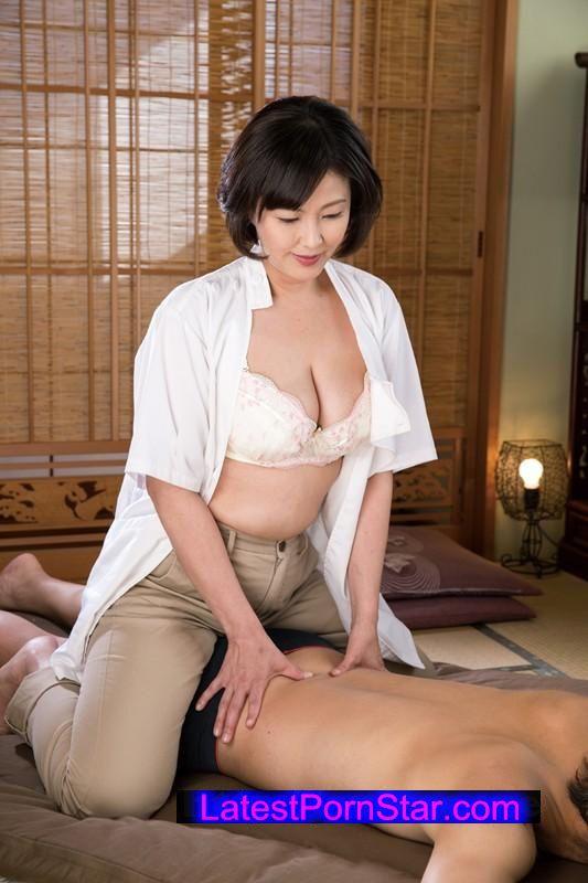 [NATR-525] 【数量限定】マッサージを習いに来た欲求不満な人妻 円城ひとみ パンティと生写真付き