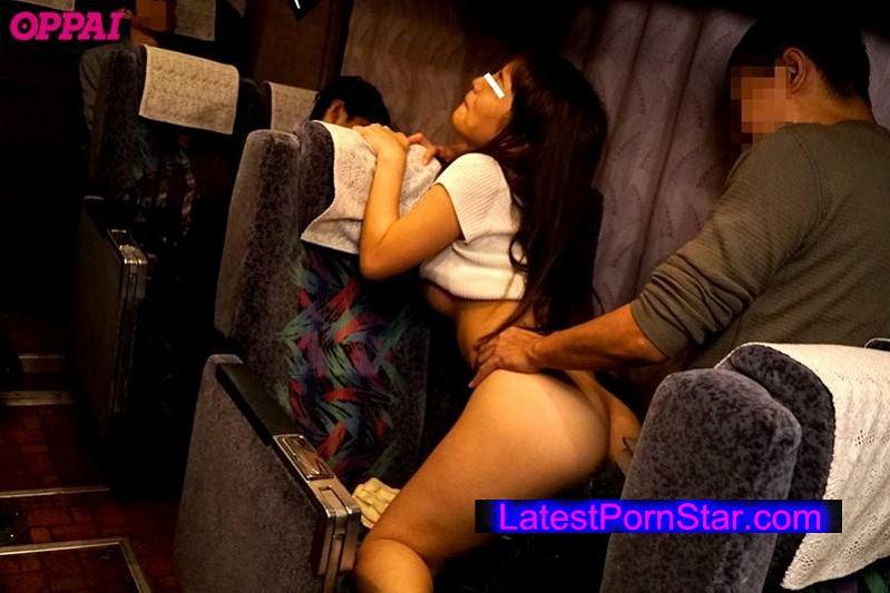 [PPPD-452] 夜行バスで隣に座る巨乳娘のおっぱいがカーブを曲がるたびに僕の腕にぶつかり感じている。直線なのに肘を乳首に当ててみたら喘ぎ声を小さく出したので最後までやっちゃいました。