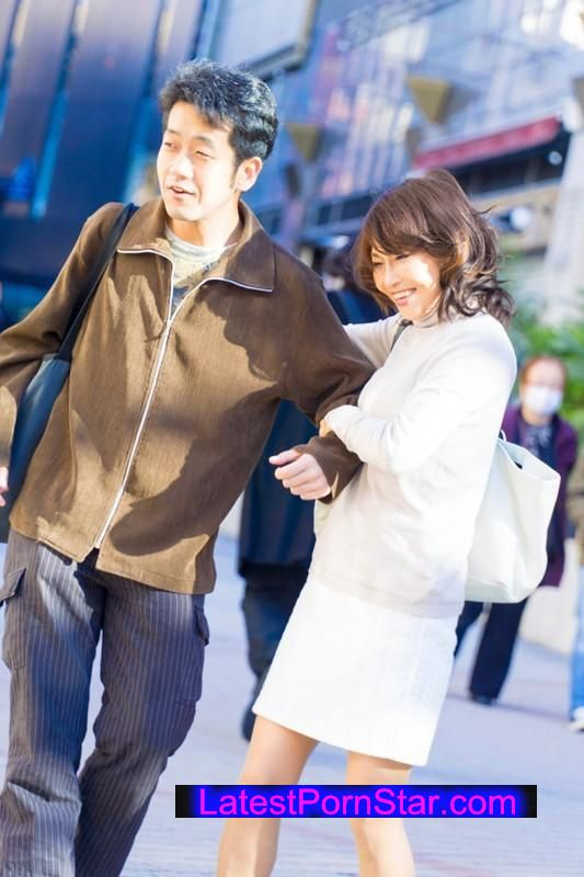 [SHE-281] 勇気あるおばさん オトコ大好き!グイグイ熟女が未来ある若者を超強引GET!!3