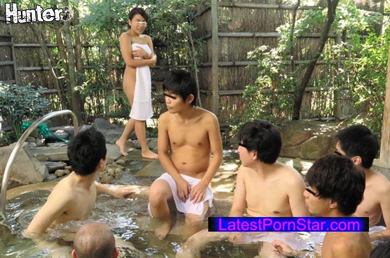 [HUNTA-139] 勃起させてしまってゴメンなさい…。 混浴温泉にいた男子校生の集団を知らず知らずのうちに全員勃起させてしまい、何本もの勃起を見て興奮が抑えられなくなった人妻の私。いけないこととはわかっていても、何本もの若い勃起チ○ポは魅力的すぎてつい手が伸びてしまい…