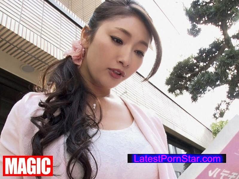 [JSN-005] 実の息子を嫁から寝取る卑猥過ぎるハイレグ母さん 小早川怜子