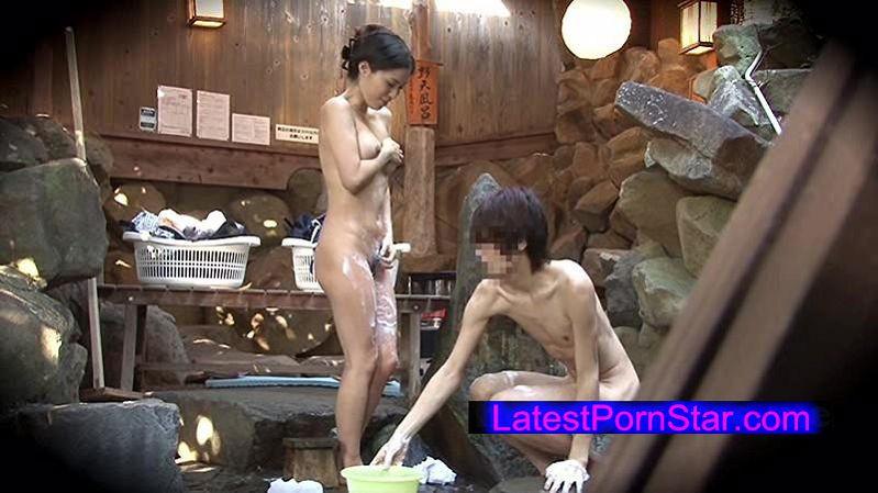 [SDMU-298] 子持ちの男性と結婚した若妻が思春期で自分を避ける義理の息子と一泊二日のスキンシップ混浴温泉旅行!「ママと呼んでもらいたい…」初めての混浴・添い寝…近親相姦までの全記録!!!