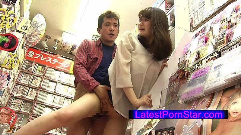 [SW-398] アダルトビデオショップに間違えて入ってきたお姉さんと狭い店内で2人っきりドキドキ視線にフル勃起状態です2 プリ尻がチ●コに当たってくるのでもうアカン!店員や他の客にバレないようにその場で挿入しちゃった。
