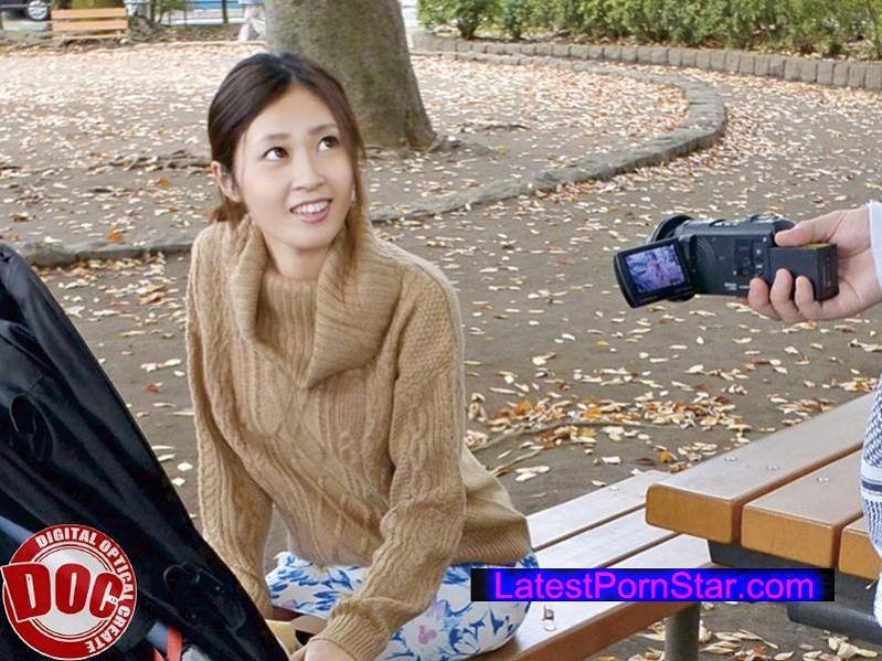 [ULT-097] 街行くベビーカー妻ナンパ!〜感度が上がった人妻GET〜