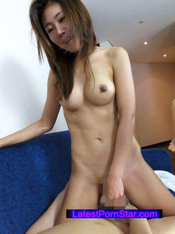 [UMSO-055] 外資系企業に勤めるボクは招かれた上司宅で全裸にバスタオル1枚の韓流美人妻と鉢合わせ!!まさかの露わになった美しすぎる裸体に思わず目が釘付けに…