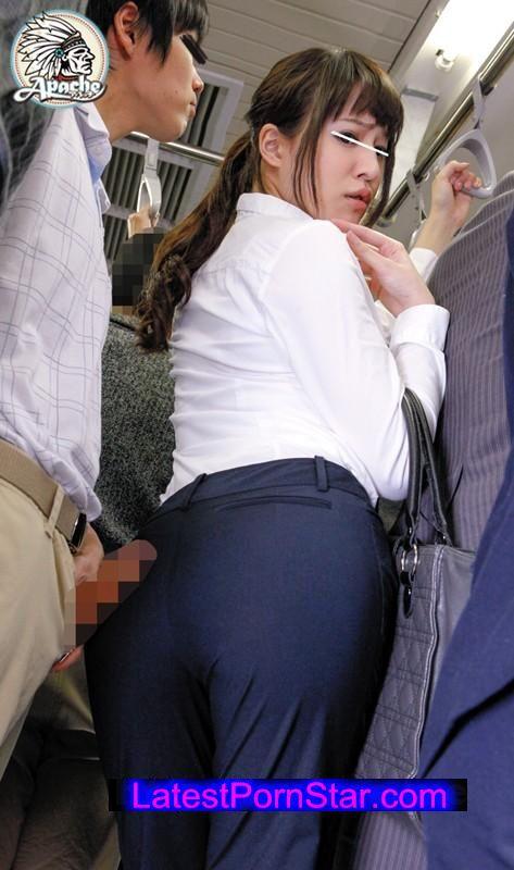 [AP-307] パンツスーツOLムチムチ尻勃起擦り付け痴漢
