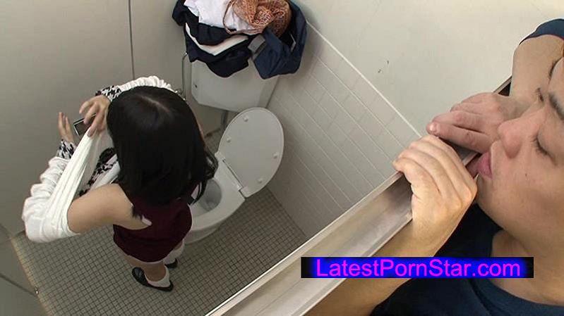 [GS-039] 「このスリルがたまらない…!」今自分が潜んでいるのは女子トイレ。ここは、街に繰り出す女子校生の着替えがのぞける穴場スポット!今日もソソられながら女子校生の生着替えを覗いていると…