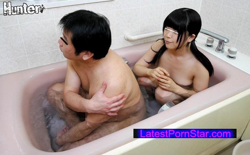 [HUNTA-155] 未成熟の娘が超どストライク!娘が久しぶりに私とお風呂に入りたがるから致し方なく娘とお風呂に入ったら少し胸が膨らんでてビックリ!しかも、わたし好みの顔で当然、超どストライク!!娘の体を流していたら情けない話、娘に妙なイヤらしさを…
