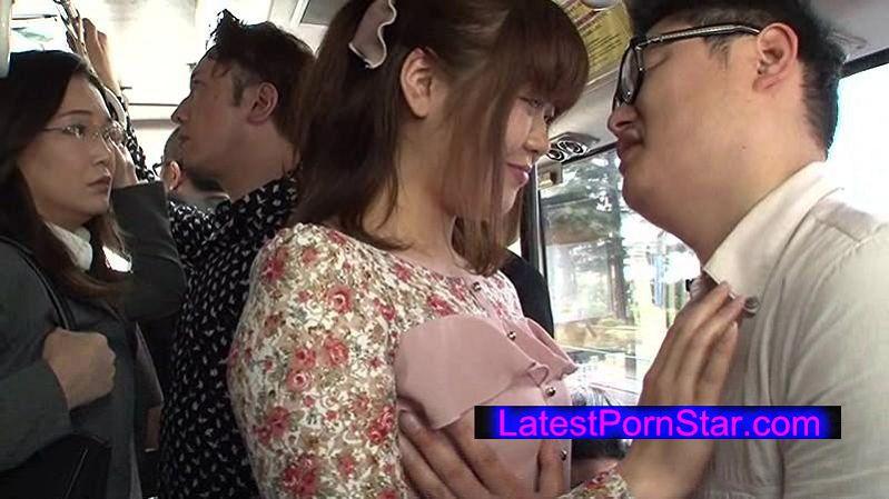 [DANDY-495] 「満員バスでグルのカップルの濃厚キスを見せつけてからキスまで3cm 巨乳おばさんと息がかかるほど密着したらヤれた」VOL.1