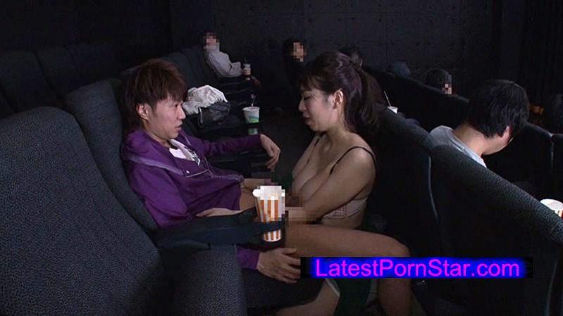 [GS-041] 映画館のレイトショーは人が少なくて落ち着く…はずなのですが、突然僕の隣にミニスカートのソソる美女が座ってきた!!映画よりもスカートから覗く生足が気になって仕方がない!無言の誘惑に勃起した僕に気付いた美女が、微笑みながら手を伸ばしてきて…