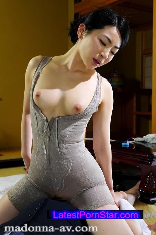 [JUX-894] 美しすぎる高級矯正下着の人妻 松うらら