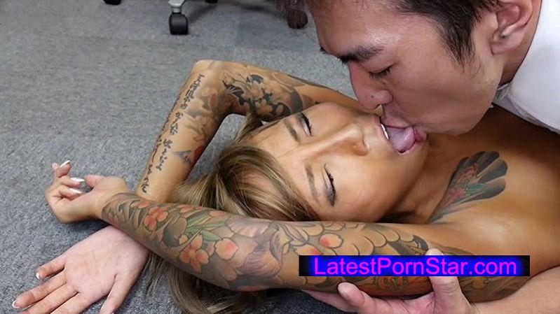 [UMSO-072] 刺青JKを女性用バイアグラを使って淫乱覚醒させ従順ドM調教したら本当に更生できるのか徹底検証してみる教育委員会! 飯島くうが