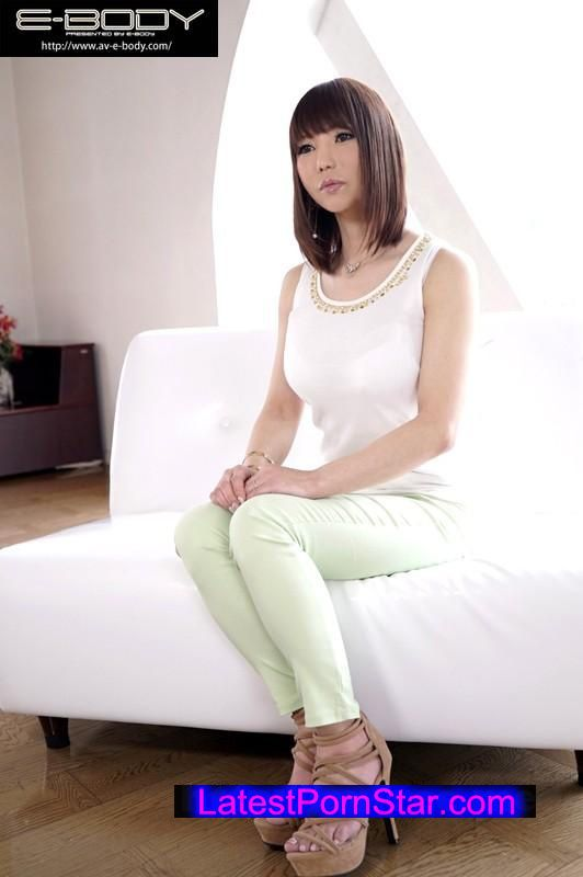 [EYAN-072] 乳首出しNGを条件に出演承諾 42歳神がかりスレンダー爆乳妻AVデビュー 天音響