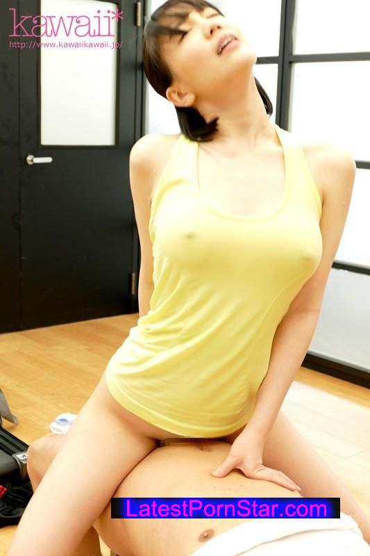 [KAWD-731] 常に濡れ透けのピンク乳首おっぱいで男を挑発するズブ濡れっ娘 鈴木心春