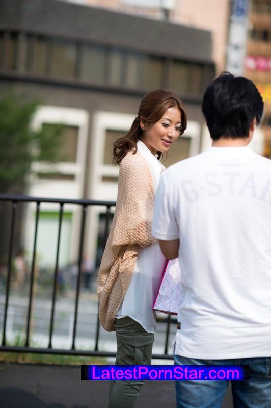 [SHE-318] 普通の人妻 結婚三年目、まさかの中出しされちゃった奥さんは、子供もいて幸せそうに見えて、実はご主人とのエッチが全くないという、もったいないにもほどがある、そんな椎名美紀さん25歳、人妻の実態。