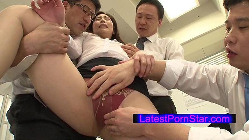 [VRTM-165] 突然のゲリラ豪雨でノーブラ女子社員は乳首まで露に…。SEXOKサインと勘違いした男社員たちが強制的に孕ませ連続膣内射精!