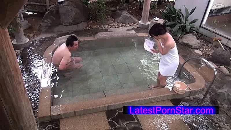 [DVDMS-022] 一般男女モニタリングAV 温泉旅行中の巨乳女子大生が出会ったばかりの初対面男性と男湯で生まれて初めての相互オナニーに挑戦!
