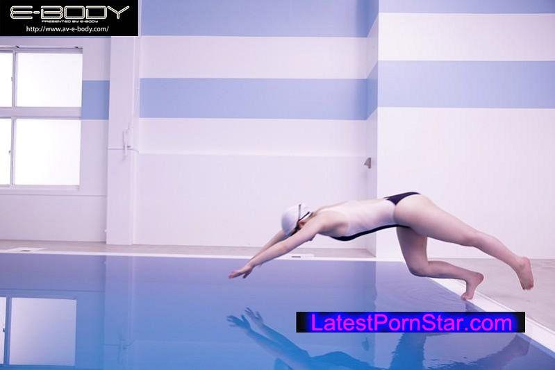 [EBOD-532] 水泳競技歴17年 インターハイ出場 鍛え上げられムチムチに張った下半身!現役女子大生スイマーAVデビュー! 安達かすみ
