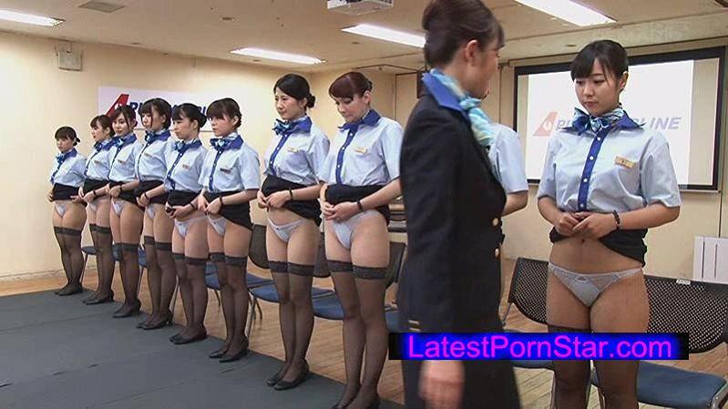 [SDDE-451] 「制服・下着・全裸」でおもてなし またがりオマ○コ航空 新人CA初めてのオマ○コサービス研修編