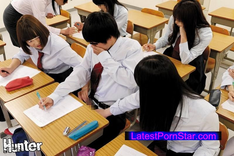 [AVOP-219] 超絶倫ヤリマン女子! 去年まで女子校だった学校(※しかも超ヤリマン校)に入学したら中学時代女子に縁遠かったボクでも簡単にヤレると思っていたらそれ以上だった!!