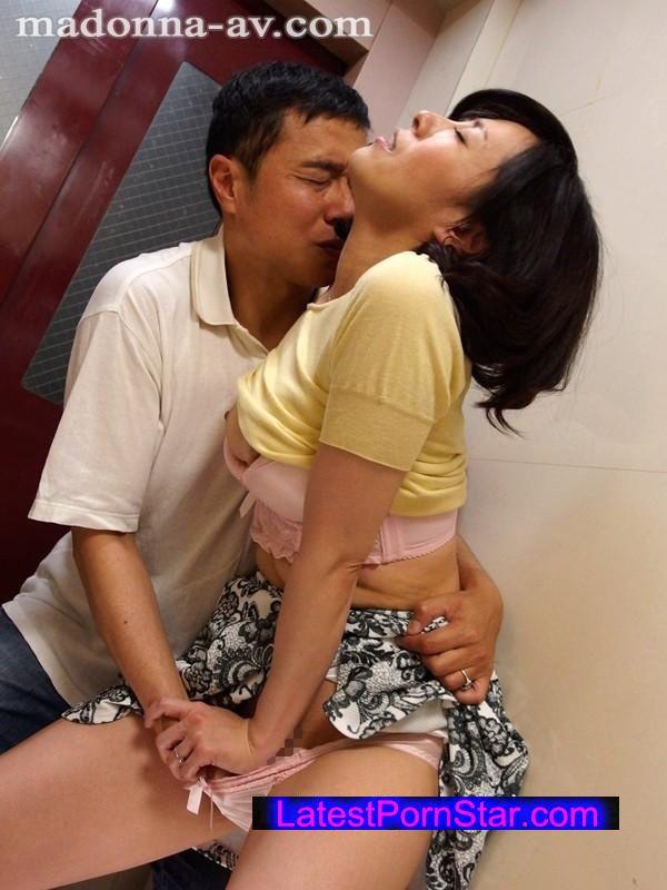 [JUX-976] 尋問 今晩、妻を責め立て寝取られの一部始終を白状させる―。 谷原希美