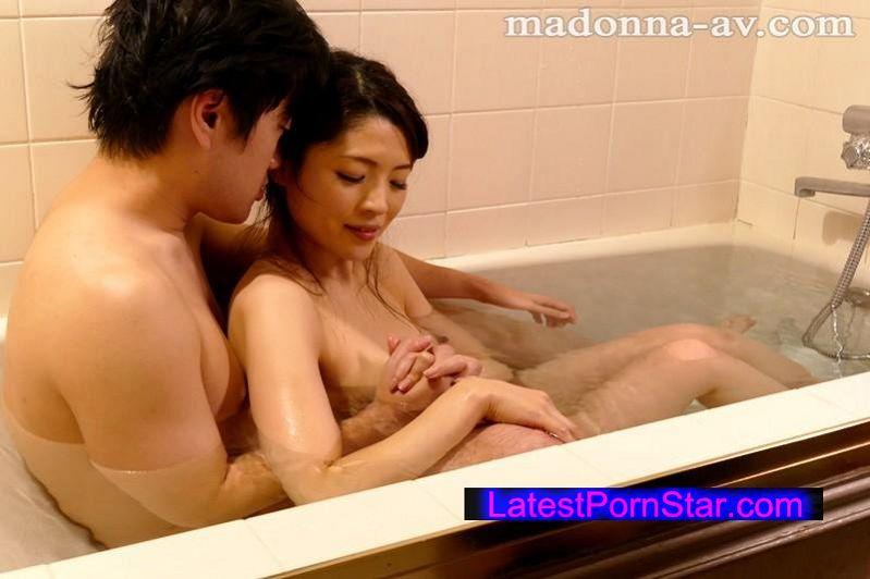 [JUX-983] 夫の居ない日は全裸で過ごして…。 小花まなみ