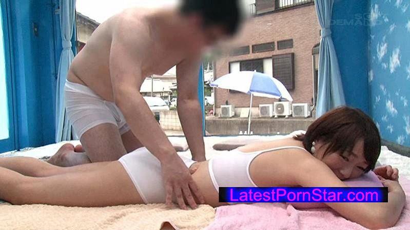 [SDMU-384] マジックミラー号 海水浴場で見つけた夏休み中の友達同士の男女が「素股マッサージ」体験 初めて触れ合うチ○ポとマ○コは火が付いて、そのまま生挿入真正中出し!2