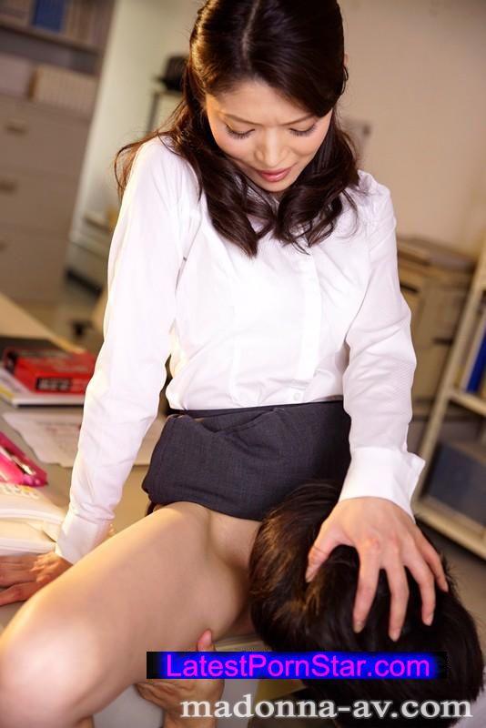 [JUY-009] 臨時女教師、まなみの誘惑。 小花まなみ