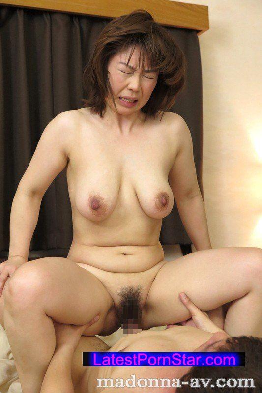 [OBA-347] 『息子の友人に告白されてもう我慢の限界です…』美熟母・由良翠42歳 AVデビュー!!