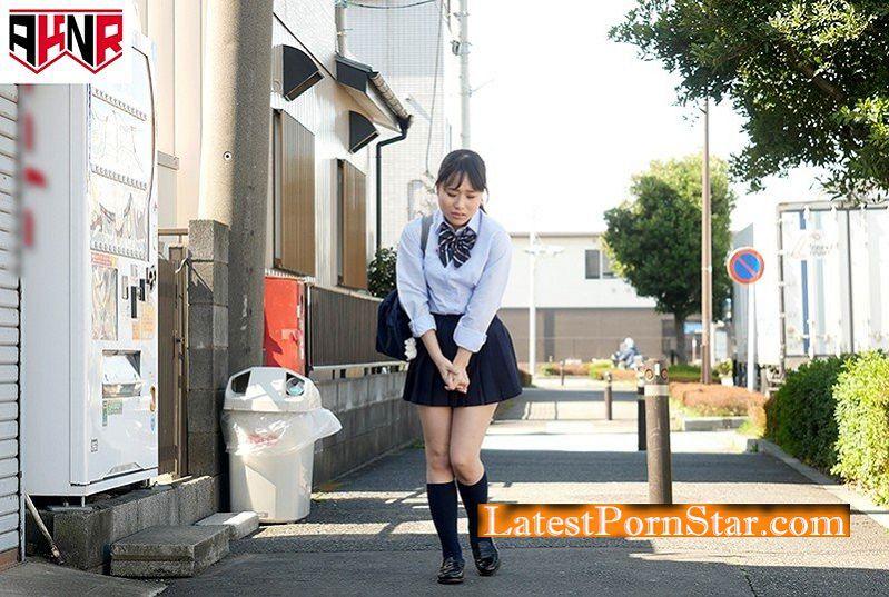 [AVOP-325] 野ションを目撃されてプリプリお尻を大公開したままハメられた女子校生